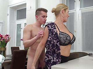 Мужик Разводит Телочек На Секс